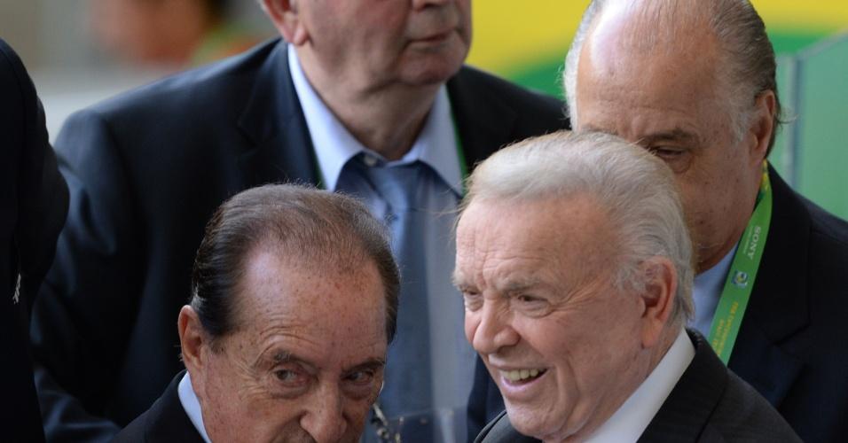 José Maria Marin (d), presidente da CBF, é visto nas tribunas do Mineirão acompanhado de outros dirigentes