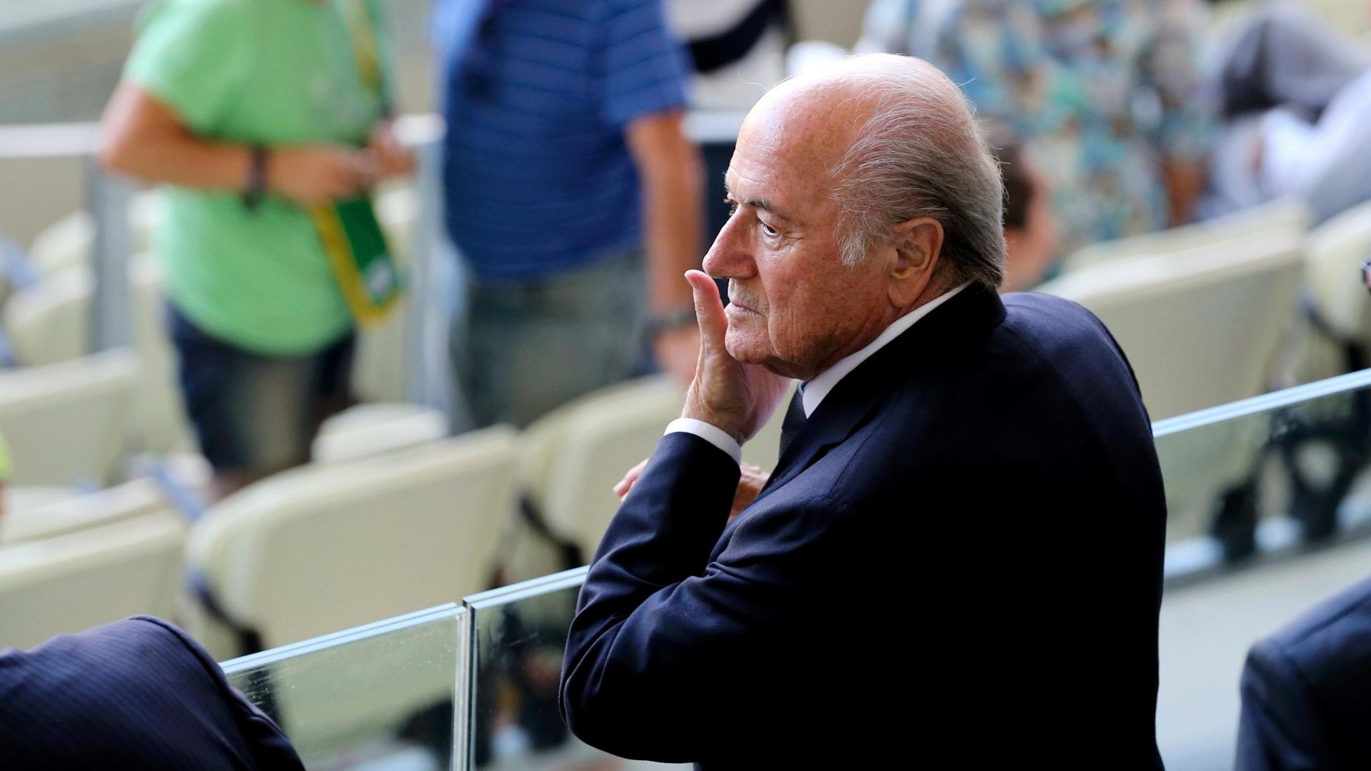27.jun.2013 - Joseph Blatter, presidente da Fifa, é fotografado no Castelão minutos antes da semifinal da Copa das Confederações entre Espanha e Itália