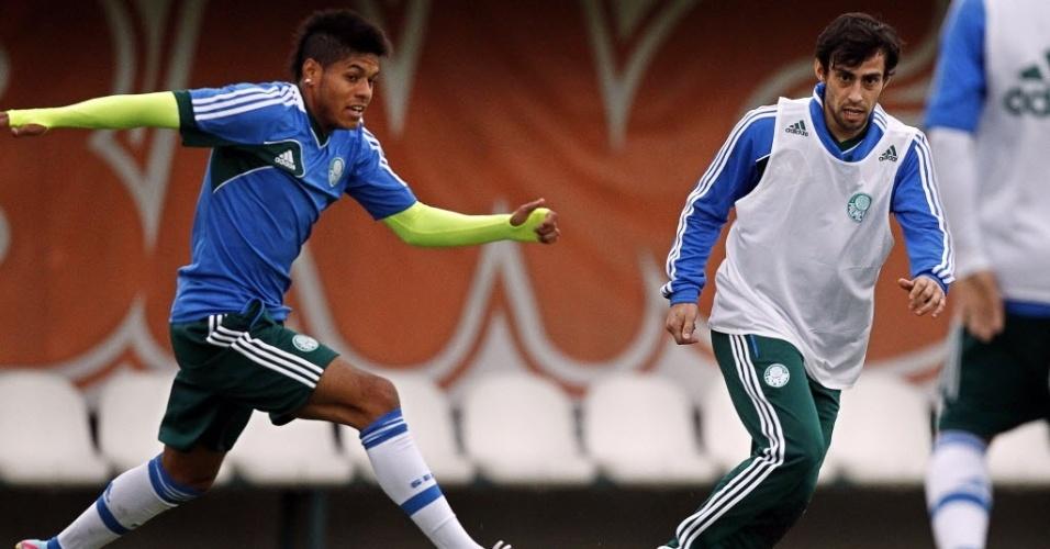 Leandro e Valdivia treinam em coletivo no Palmeiras
