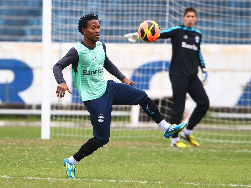 Zé Roberto participa de treinamento do Grêmio com campo reduzido (27/06/2013)