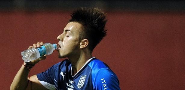 Stephan El Shaarawy se refresca durante treino da Itália para a Copa das Confederações