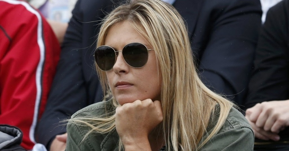 28.jun.2013 - Maria Sharapova lamenta a derrota do namorado Grigor Dimitrov, em partida adiada que foi encerrada nesta sexta