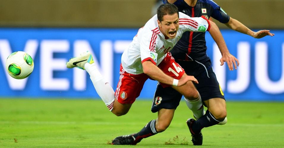 28.jun.2013 - Javier 'Chicharito' Hernández mergulha em lance de México x Japão, no Mineirão, pela Copa das Confederações
