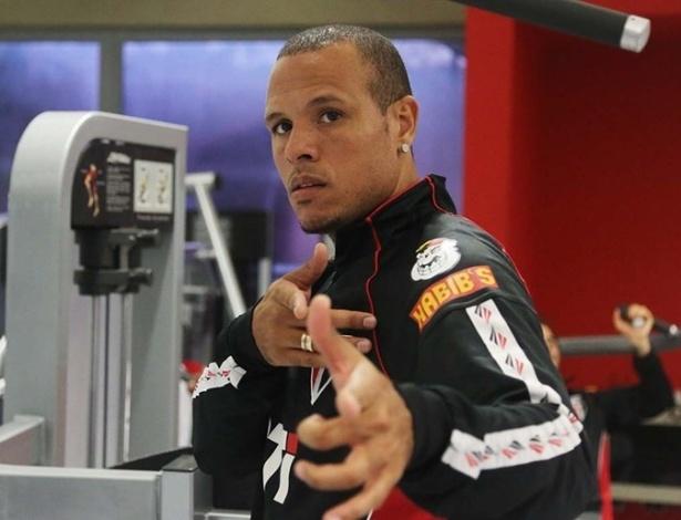 Luis Fabiano não pôde treinar por causa de dores na perna esquerda