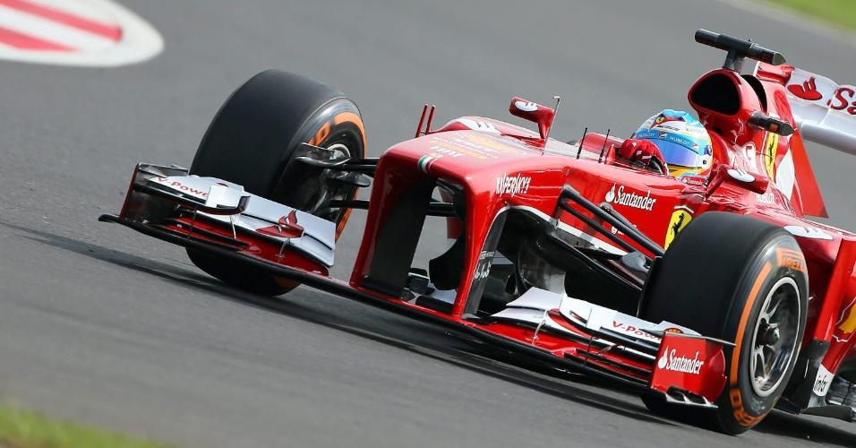 29.jun.2013 - Fernando Alonso acelera sua Ferrari pelo circuito de Silverstone durante treino de classificação para o GP da Inglaterra