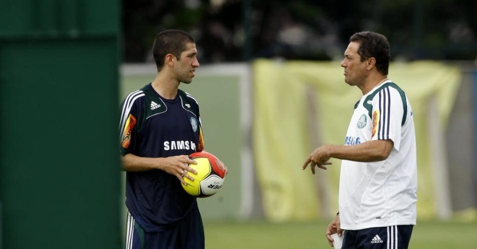 Vanderlei Luxemburgo orienta Evandro em treino do Palmeiras em 2009