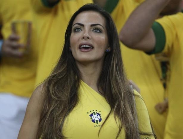 30.jun.2013 - Bela torcedora marca presença nas arquibancadas do Maracanã