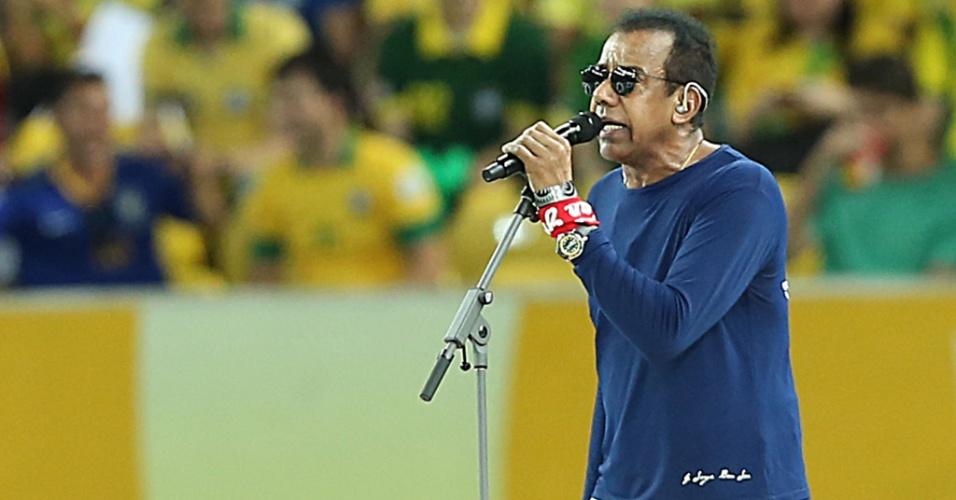 30.jun.2013 - Cantor Jorge Ben Jor participa da festa de encerramento da Copa das Confederações no Maracanã