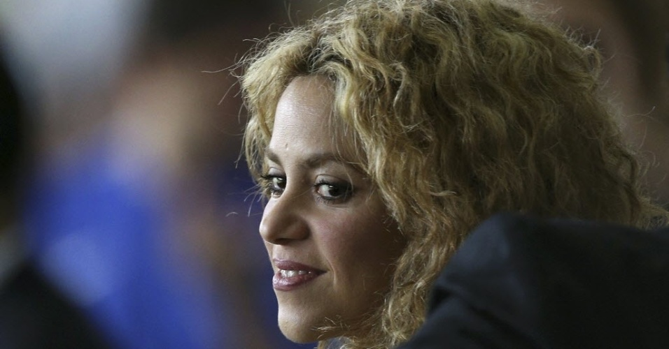 30.jun.2013 - Cantora colombiana Shakira assiste à partida entre Brasil e Espanha pela final da Copa das Confederações no Maracanã. Ela namora o zagueiro do Barcelona Piqué