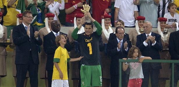 Julio Cesar com a camisa de Casillas; ambos podem trocar de clube na janela