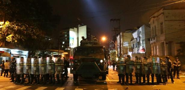 Manifestantes deram trabalho aos policiais e ficaram até o fim do jogo no entorno do Maracanã