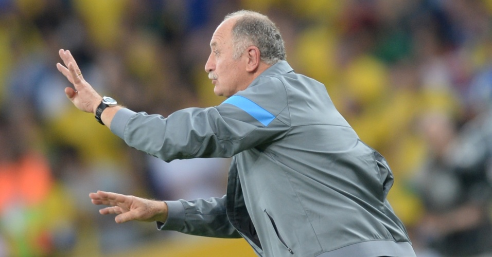 30.jun.2013 - Técnico Luiz Felipe Scolari orienta seleção brasileira durante final da Copa das Confederações contra a Espanha