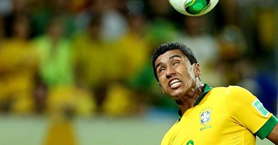 Paulinho durante final da Copa das Confederações entre Brasil e Espanha