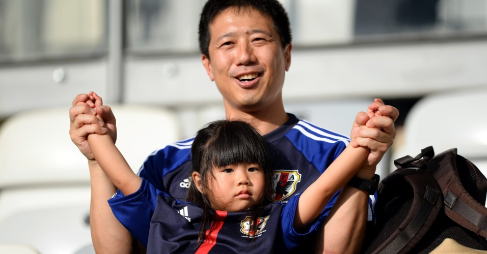 22.jun.2013 - Torcedora japonesa é vestida a caráter para o jogo entre Japão x México pela Copa das Confederações no Mineirão