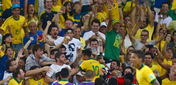 Torcida brasileira no Maracanã: funcionários públicos podem ganhar entradas respeitando regras da CGU