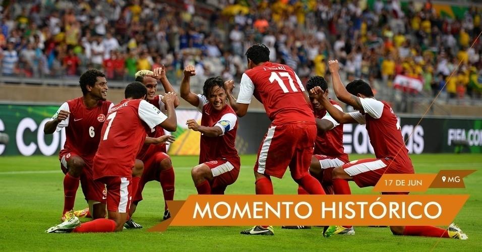 a6dbab6a61 MOMENTO HISTÓRICO - Jogadores do Taiti comemoram o gol marcado contra a  Nigéria na estreia da
