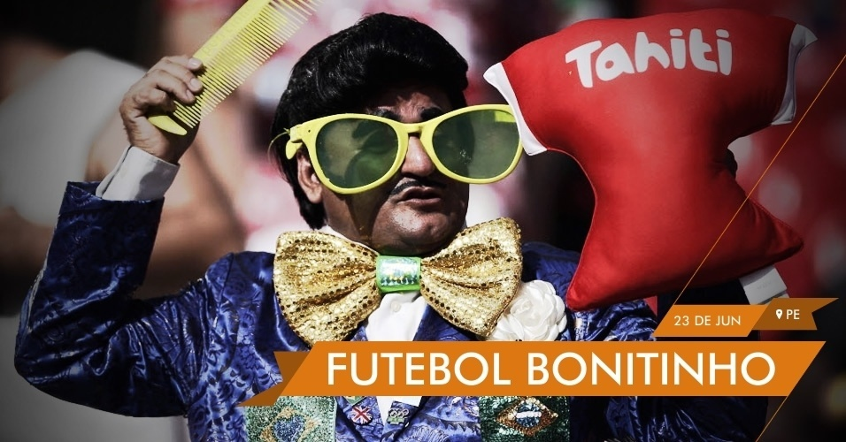 FUTEBOL BONITINHO - Torcedor fantasiado de Zé Bonitinho mostra apoio ao Taiti na partida contra o Uruguai na Arena Pernambuco. A torcida não deu resultado: o Taiti foi goleado por 8 a 0