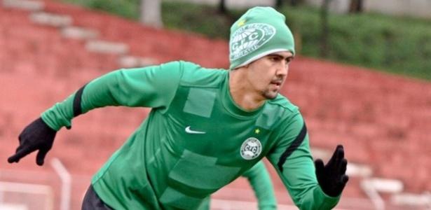 Zagueiro Leandro Almeida treinou normalmente no Coritiba nesta segunda-feira (01/07/2013)