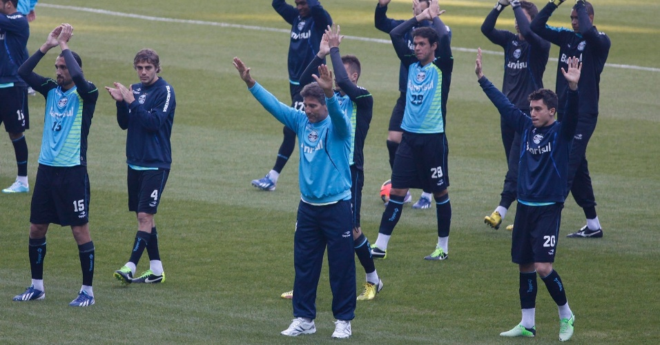 Renato Gaúcho presta reverência à torcida do Grêmio em treino (02/07/2013)