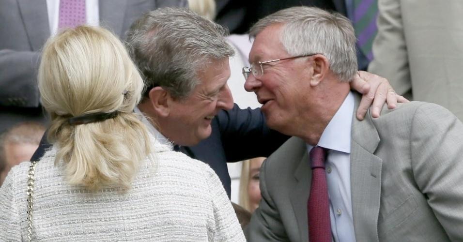 03.jul.2013 - Alex Ferguson (d), ex-técnico do Manchester United, cumprimenta Roy Hodgson, técnico da seleção inglesa, em Wimbledon