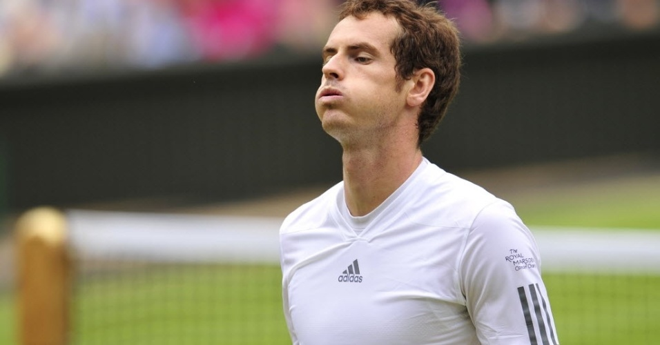 03.jul.2013 - Andy Murray lamenta a derrota no 1° set para Fernando Verdasco