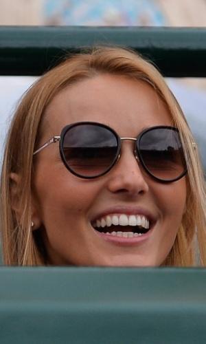 03.jul.2013 - Jelena Ristic acompanha a partida do namorado Novak Djokovic contra Tomas Berdych