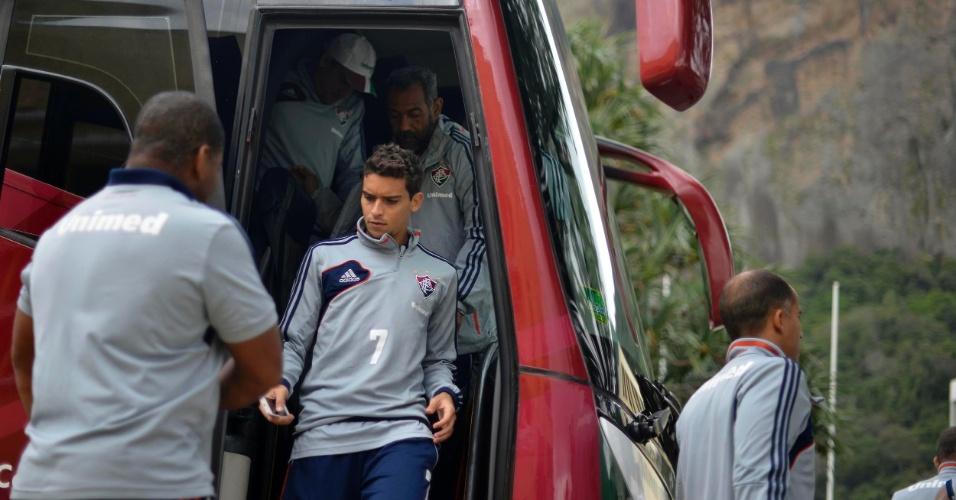 Jean deixa ônibus do Fluminense antes de treinamento marcado para a Urca