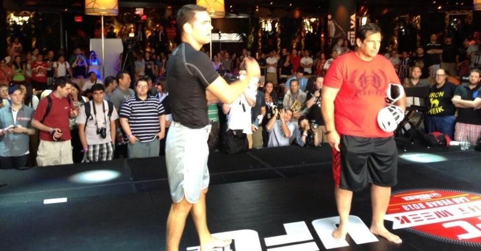 Rival de Anderson Silva, Chris Weidman participa de treino aberto do UFC 162 em Las Vegas