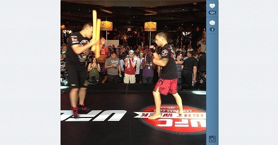 Rival do brasileiro Charles do Bronx, Frankie Edgar participa do treino aberto do UFC 162 em Las Vegas