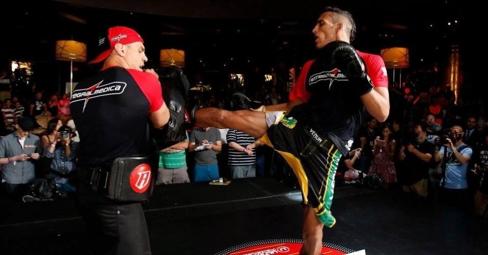 03.jul.2013 - Charles 'do Bronx' participa de treino aberto do UFC em Las Vegas antes da edição 162 do evento