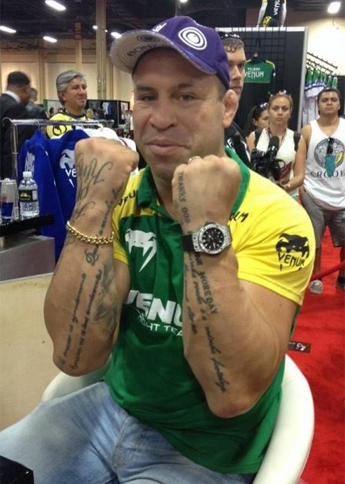 06.jul.2013 - Brasileiro Wanderlei Silva faz pose durante a UFC Fan Expo, realizada em Las Vegas antes do UFC 162