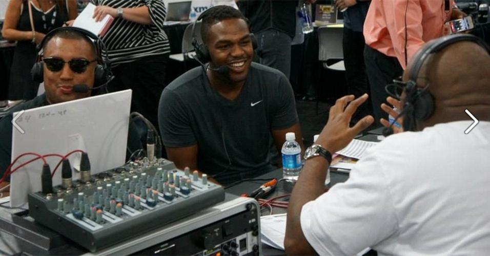 06.jul.2013 - Campeão dos meio-pesados, Jon Jones dá entrevista durante a UFC Fan Expo, realizada em Las Vegas antes do UFC 162