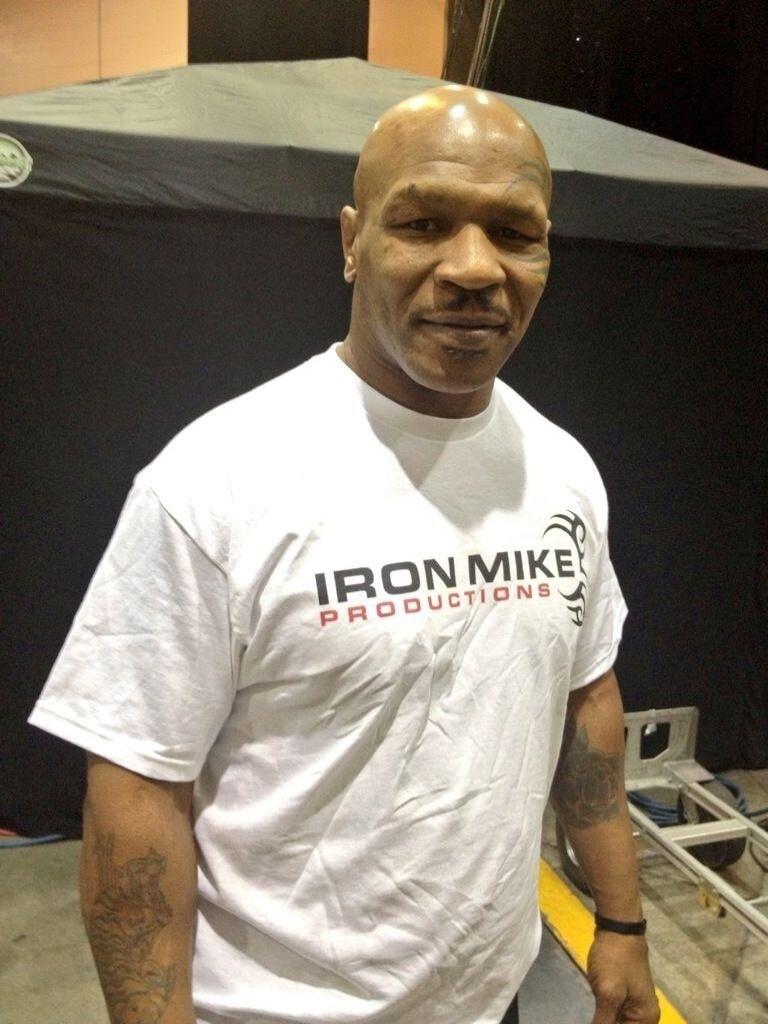 06.jul.2013 - Ex-campeão de boxe Mike Tyson é visto no UFC 162 em Las Vegas