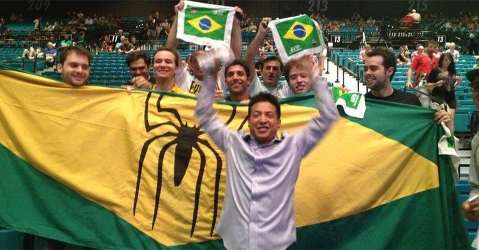 06.jul.2013 - Torcida brasileira marca presença em Las Vegas para o UFC 162