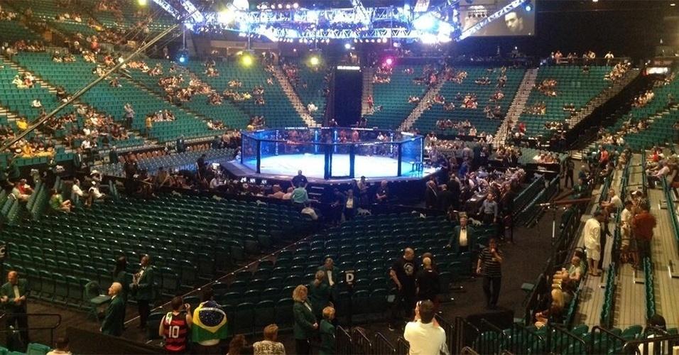 06.jul.2013 - Vista geral do octógono na MGM Grand Arena, em Las Vegas, antes do UFC 162