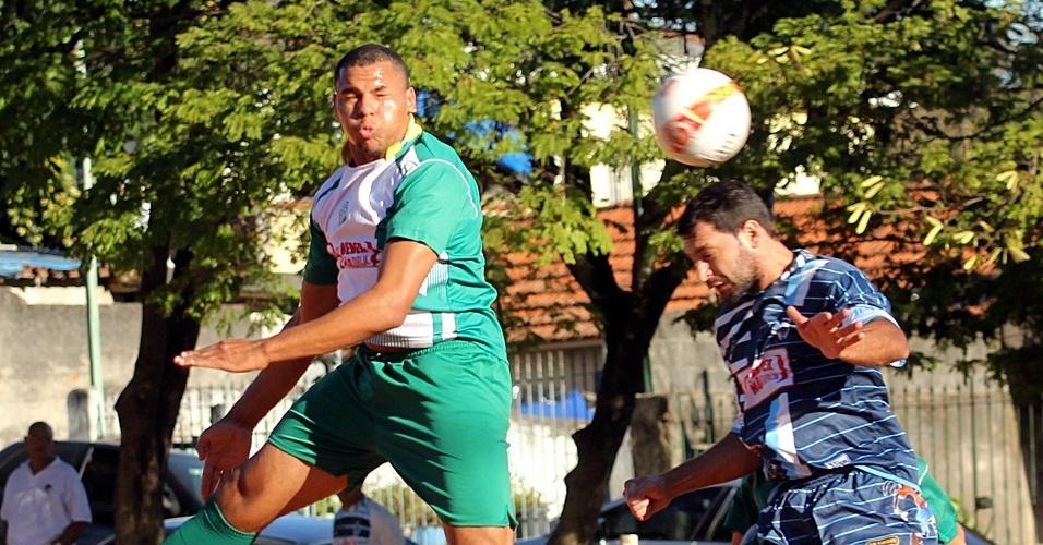 Alvorada (de verde) e Ipanema duelaram neste sábado em partida da Série B da Copa Kaiser em São Paulo