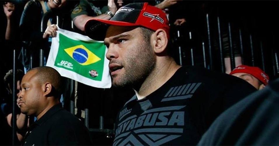 06.jul.2013 - Gabriel Napão entra no octógono para sua luta contra Dave Herman no UFC 162