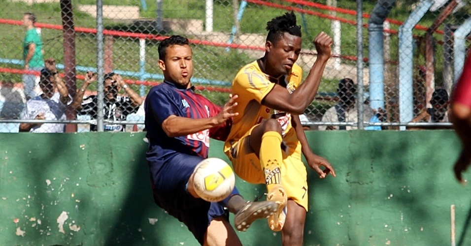 Ajax (de amarelo) venceu o Unidos neste domingo pela Copa Kaiser