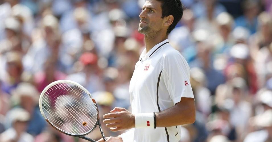 Djokovic faz careta depois de se dar melhor em disputa de ponto na final de Wimbledon