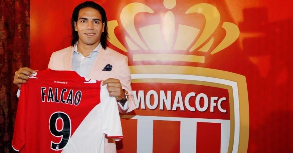 09.jul.2013 - Colombiano Falcao Garcia se apresenta ao Monaco