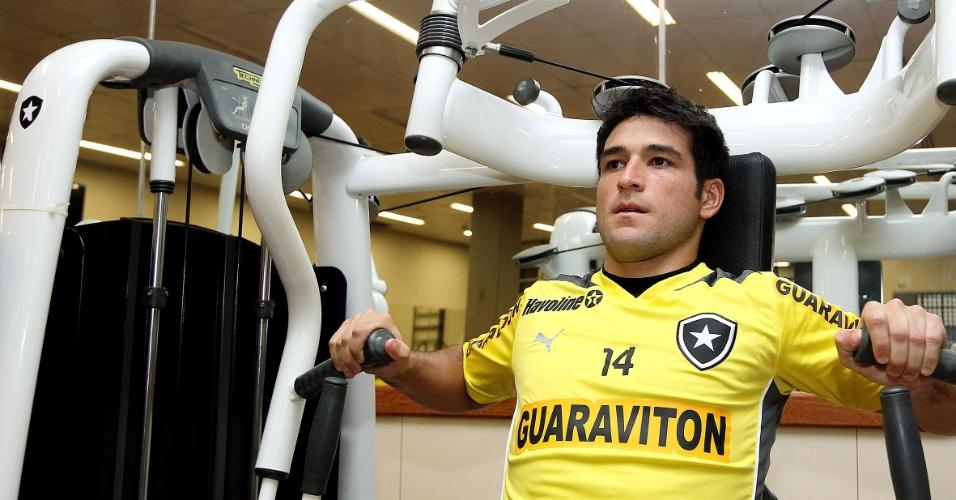 Lodeiro treina na academia do Engenhão, do Botafogo