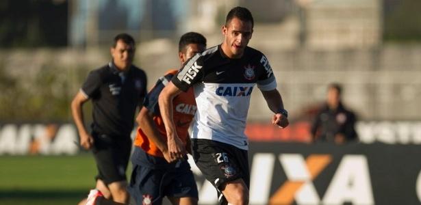 Renato Augusto, meia do Corinthians, treinando dias antes de sofrer uma fratura na face em campo, pelo Campeonato Brasileiro