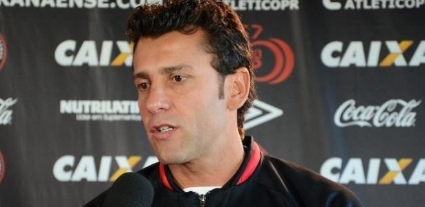 Alberto Valentim, que comandará interinamente o Atlético-PR no clássico contra o Coritiba