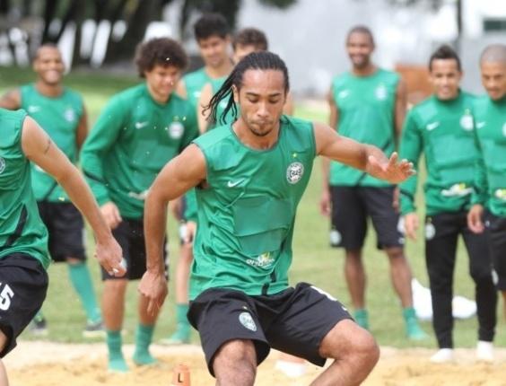 Everton Costa, atacante do Coritiba