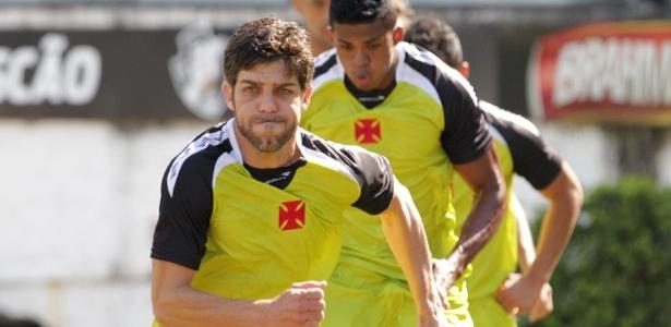 Juninho Pernambucano participa de treino físico do Vasco após acertar contrato com o clube