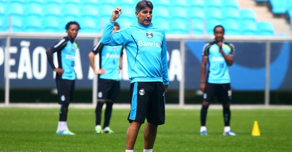 Técnico Renato Gaúcho comanda treino do Grêmio na Arena (12/07/2013)
