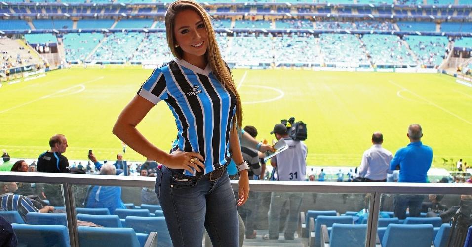 14.jul.2013 - Carol Portaluppi, filha do técnico Renato Gaúcho, comparece à Arena Grêmio para assistir à reestreia do pai no clube gaúcho