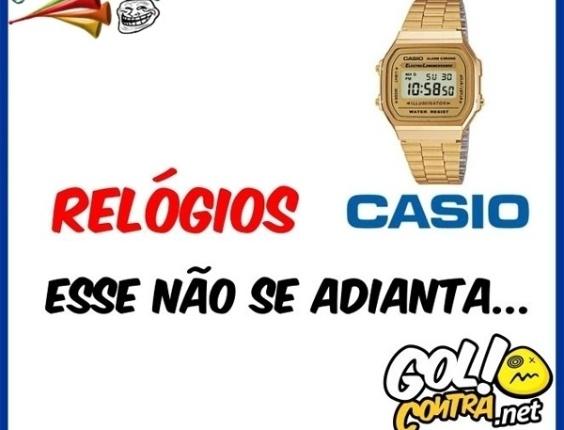 Montagem faz piada com Rogério Ceni sempre adiantado