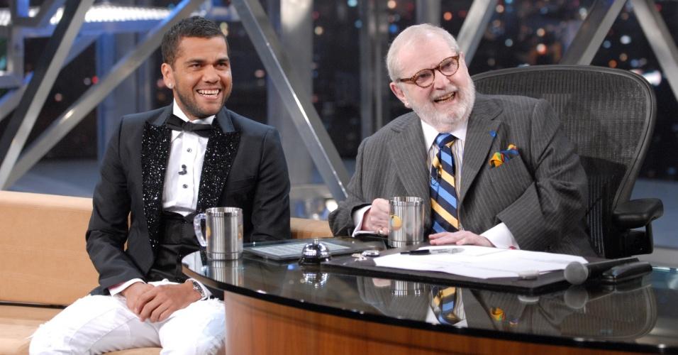 18.jul.2013 - Lateral direito brasileiro Daniel Alves concede entrevista no Programa do Jô, da TV Globo