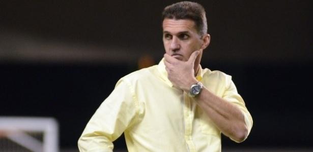 Vagner Mancini comanda o Atlético-PR em sua estreia diante do Paysandu